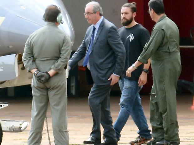 Policial  Lucas Soares Dantas Valença escolta Eduardo Cunha (Foto: André Dusek/Estadão Conteúdo)