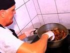 Descendente de libaneses ensina a preparar feijoada; veja receita