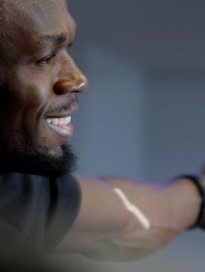 Bolt mostra que passou por exame antidoping nesta manhã (Foto: Reuters)