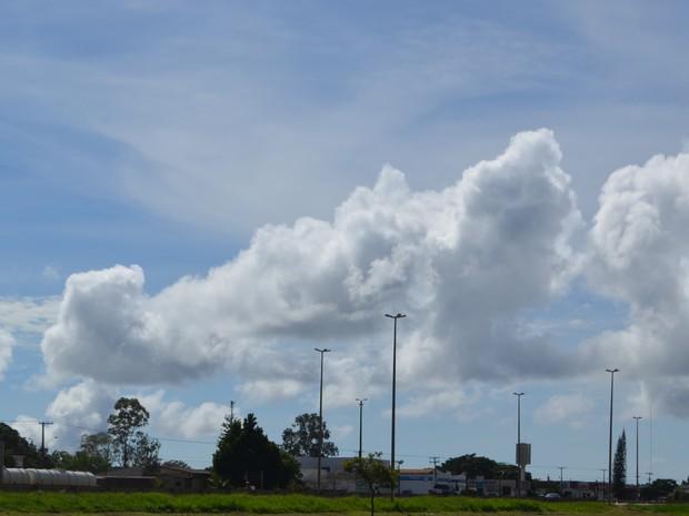 Sol entre nuvens em todo Cone Sul de Rondônia (Foto: Dennis Weber/ G1)