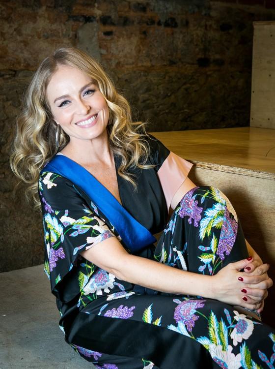 Aos 43 anos ela completa 30 anos de televisão — aos 13 anos, já comandava o Clube da Criança, na  extinta TV Manchete (Foto: Rede Globo)