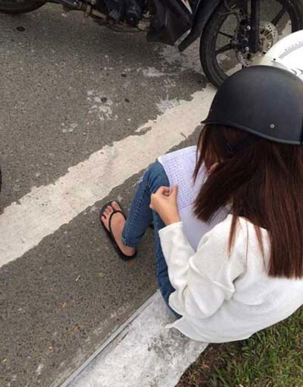 Como punição,  jovem de 20 anos aceitou uma punição bizarra aplicada na cidade de Danang, no Vietnã. mulher teve que escrever 50 linhas afirmando que não iria repetir a infração de trânsito (Foto: Reprodução/Facebook/Tôi yêu Đà Nẵng)