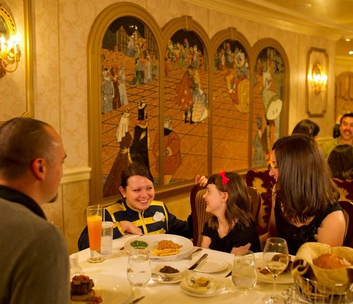 Hóspedes podem fazer rodízio de restaurante todas as noites (Foto: Disney Cruise Line)