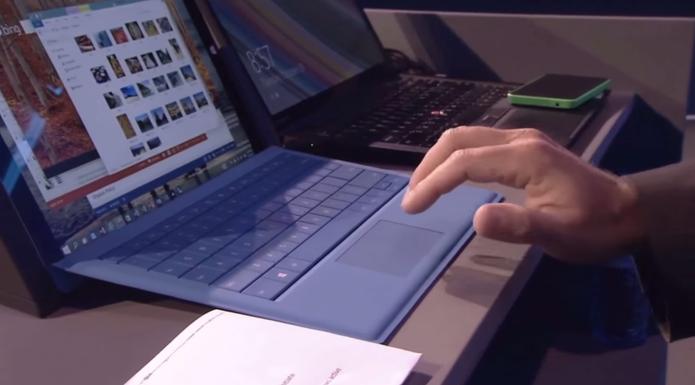Movimentos do trackpad de PCs Windows lembram gestos para o Mac, da Apple (Foto: Reprodução/YouTube)