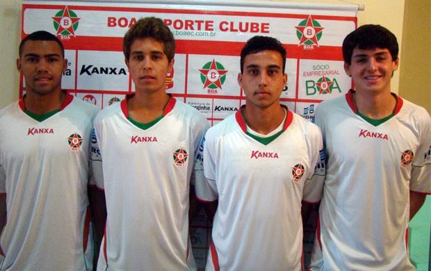 Jovens na expectativa da estreia com a camisa do Boa Esporte (Foto: Edimar Mariano / Assessoria de imprensa)