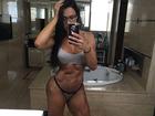 Gracyanne Barbosa mostra a barriga trincada de calcinha e sutiã
