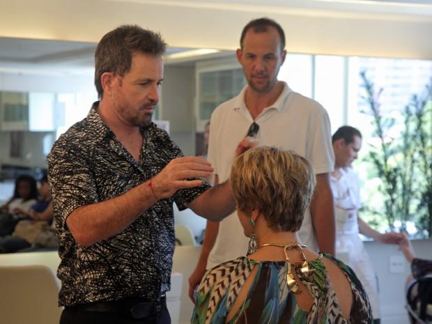 No comando da cena, o diretor Alexandre Klemperer acompanhou de pertinho a mudança (Foto: Artur Meninea/Gshow)
