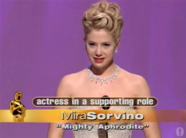 Mira Sorvino na cerimônia do Oscar em 1996 (Foto: Reprodução / YouTube)
