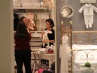 Deborah Secco faz compras para enxoval da sua bebê