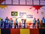 Vanderlei Cordeiro repete Rio 2016 e acende a pira dos Jogos Escolares