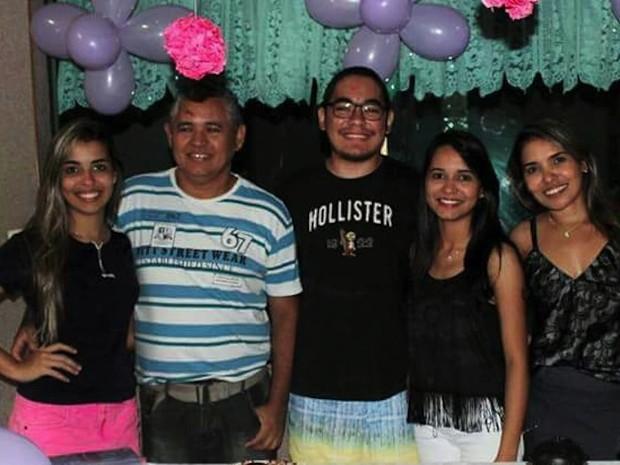 Família de Heder apoia Amanda na graduação (Foto: Amanda Oliveira/Arquivo pessoal)