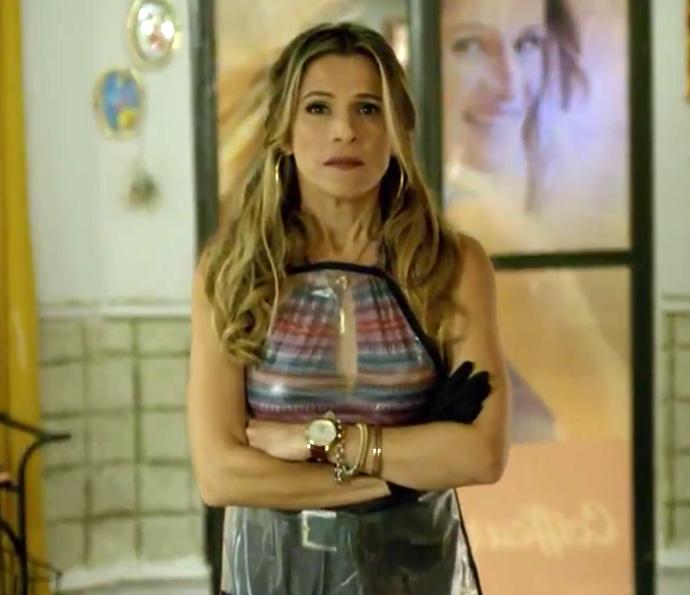 Marlene fica chocada com a notícia do casório (Foto: TV Globo)