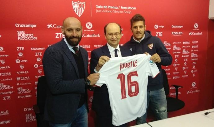 Jovetic apresentação Sevilla (Foto: Reprodução / Twitter)