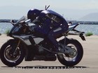 VÍDEO: 'robô-motoqueiro' Yamaha Motobot desafia piloto Valentino Rossi