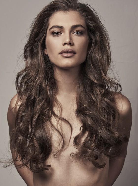 Valentina Sampaio quebra barreiras e se torna a primeira capa trans da Vogue Paris   (Foto:  Gabriel de Moura)