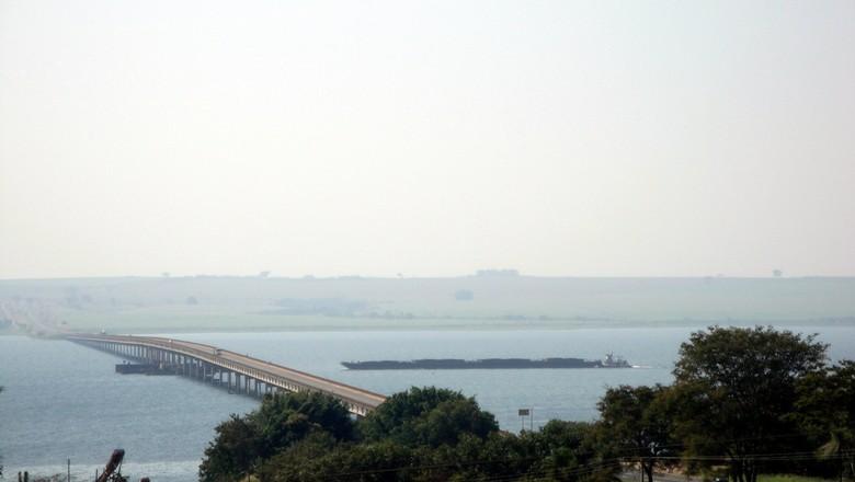 hidrovia-tiete-parana-ponte-engenheiro-gilberto-paim-pamplona (Foto: Marco Aurélio Esparzia/Creative Commons)