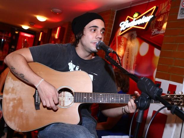 Guga Sabatie toca em bar no RIo (Foto: Raphael Mesquita/ Divulgação)