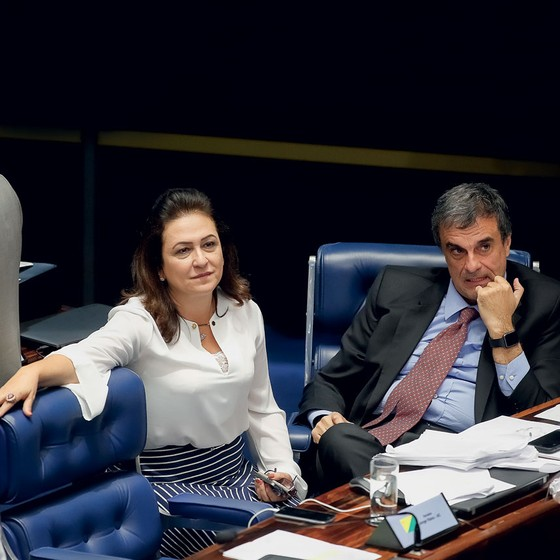 Senadora Katia Abreu e o advogado de defesa José Eduardo Cardoso (Foto: Sérgio Lima/ÉPOCA)
