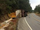 Caminhão tomba em rodovia entre Buri e Campina do Monte Alegre