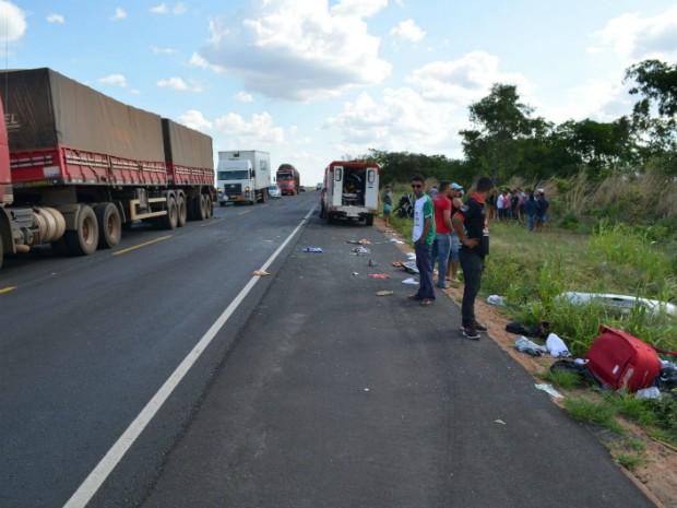 Acidente ocorreu por volta das 15 desta segunda-feira (Foto: Wesley Santos/Blog Sigi Vilares)
