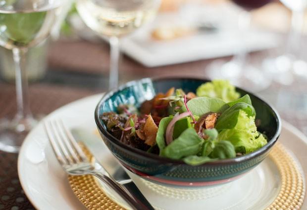receita salada de tamaras e amendoas (Foto: Rafael Wainberg/Divulgação)