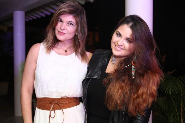 Cristiana Oliveira com a filha mais velha, Rafaella (Foto: Anderson Borde / AgNews)