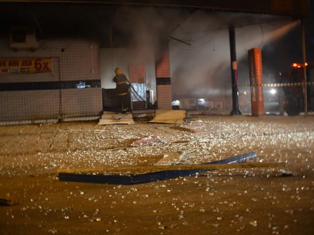 Explosão aconteceu durante a madrugada deste domingo (Foto: Walter Paparazzo/G1)