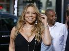 Mariah Carey aposta em vestido decotado e curtinho em première