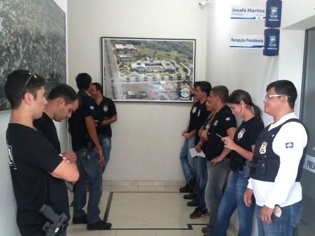 Polícia Civil cumpriu mandados de busca e apreensão na Câmara de Vereadores de Primavera do Leste (Foto: Ligiane M. Almeida)