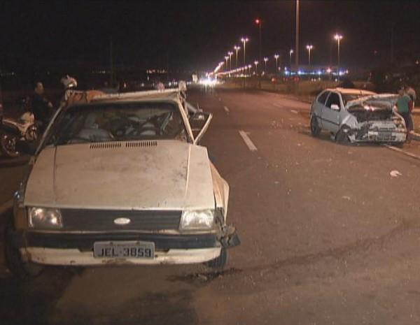 Pista do acidente ficou interditada e trânsito foi desviado (Foto: Reprodução/ TV Globo)