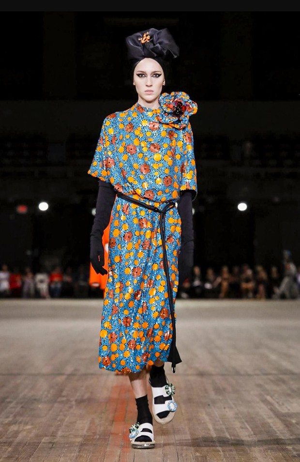 A modelo americana trans Teddy Quinlivan no desfile de Marc Jacobs (Foto: Getty Images)