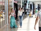 Yasmin e Luiza Brunet vão às compras em shopping no Rio