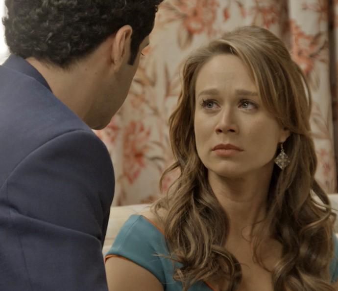 Tancinha fica comovida com o carinho de Beto (Foto: TV Globo)