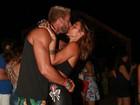 Gabriela Pugliesi beija muito o noivo, Erasmo Viana, no Rio Grande do Norte