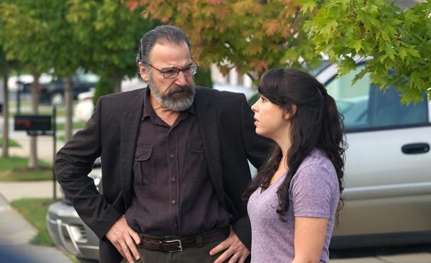 Saul descobre que Faisel vivia com uma mulher  (Foto: Divulgação / Twentieth Century Fox)