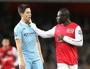 Nasri e Frimpong discutem durante a partida (Foto: Reprodução / Daily Mail)