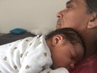 Beto Simas posa com a netinha, Maria, filha de Felipe Simas
