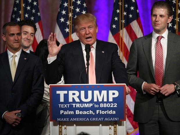 Donald Trump discursa em Palm Beach após vencer as primárias da Flórida, na terça (15) (Foto: Win McNamee/Getty Images/AFP)
