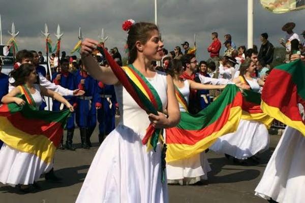 Desfile farroupilha em Porto Alegre (Foto: Daniel Bittencourt/RBS TV)
