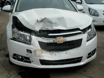 Nenhum funcionário estava no pátio da empresa quando menino saiu com o veículo (Foto: Valdomiro  Pereira/ RPC TV Noroeste)