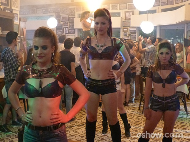 MICAS na preparação para o início do show  (Foto: Malhação / TV Globo)