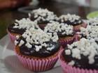 Estudante do AP monta cupcake de açaí como opção para a Páscoa