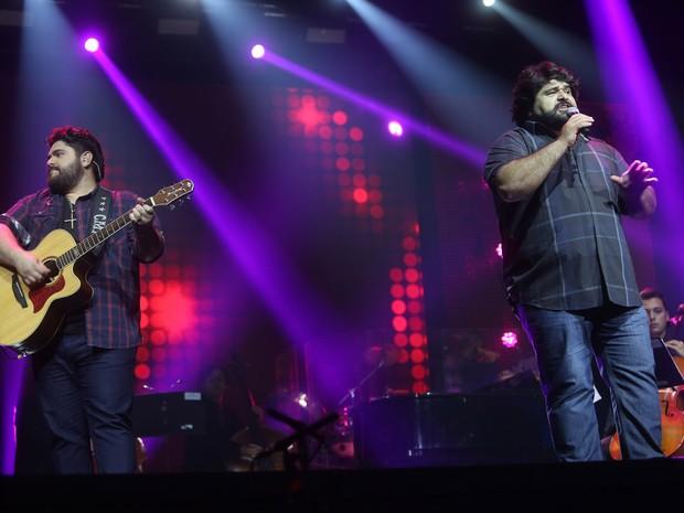 César Menotti e Fabiano em gravação de DVD em São Paulo (Foto: Iwi Onodera/ EGO)