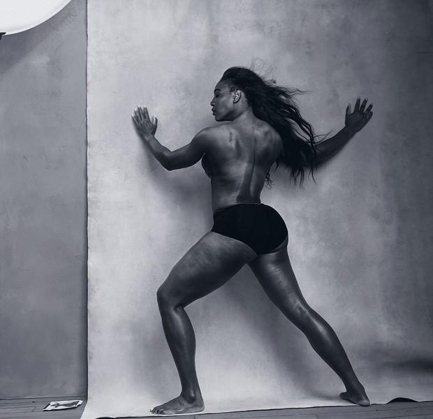 A tenista Serena Williams abre o mês de abril no calendário Pirelli (Foto: Divulgação)