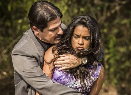 Luzia é traída com ameaça de Carlos