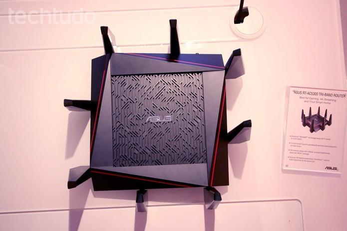 ASUS RT AC5300 (Foto: Fabrício Vitorino/TechTudo)
