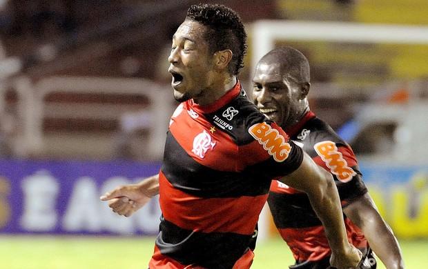 Hernane comemora gol do Flamengo contra o Figueirense (Foto: Alexandre Vidal / Fla Imagem)