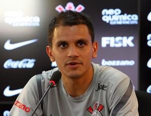 Fábio Santos coletiva Corinthians (Foto: Anderson Rodrigues / Globoesporte.com)