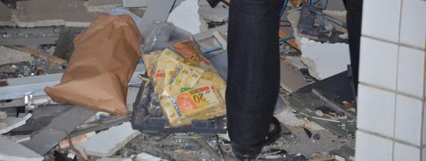 Polícia acredita que bandidos não chegaram a levar dinheiro (Foto: Walter Paparazzo/G1)