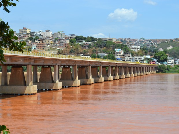 Lama muda a paisagem em Colatina, no Espírito Santo (Foto: Viviane Machado/ G1)